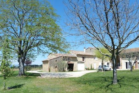 Corps de ferme drômois - Montoison - Huis