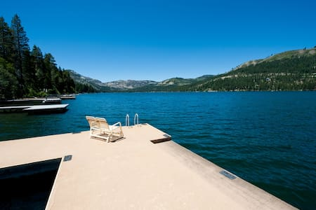 Private Dock! Lakefront Cabin!