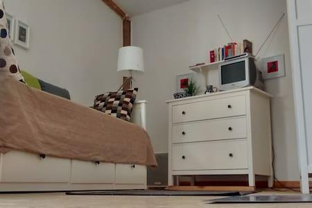 Schicke Wohnung in lauschigem Hof - Apartamento
