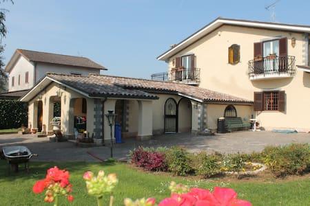 Private flat in Villa-close to Rome