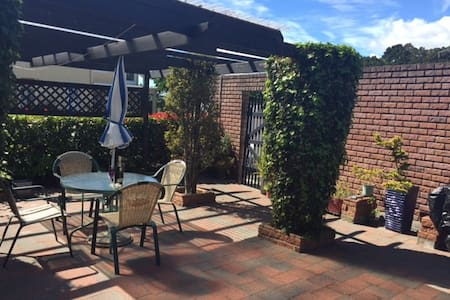 Sunny Cosy Cottage-Central Paihia