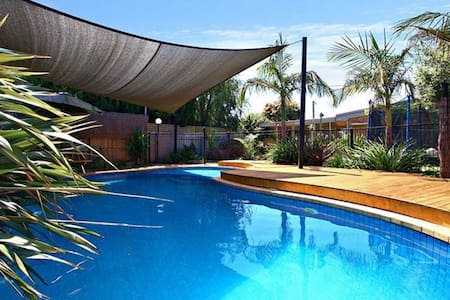 Lovely Large Home & Swimming Pool