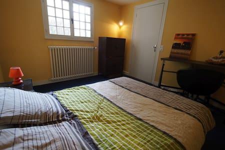 Chambre dans maison proche Royan - Haus
