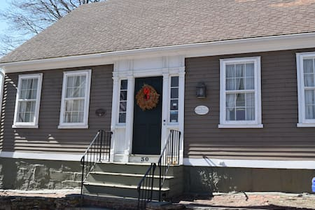 Ultra Historic House 5 mi from Prov - Pawtucket - Ev