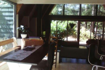 Unique Chalet/Open Concept 3 Bedroom Rustic Home - Port Alberni - Huis