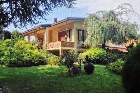 Villa with garden for Como & Milan - Rumah