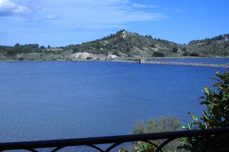 Outstanding lakeside retreat in a Natural Park - Peyriac-de-Mer - House