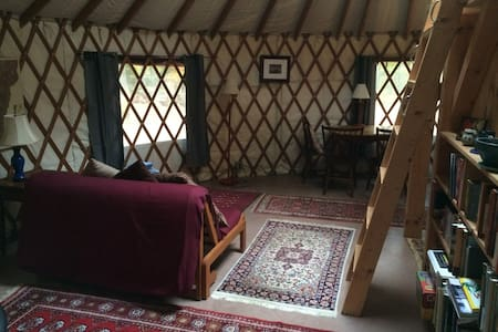 Cozy yurt getaway with sauna - Bristol - Yourte