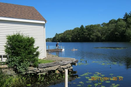 Private Scenic Waterfront Cottage with wood stove - Norton - Cabin