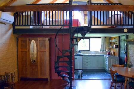 Self Contained eco mudbrick Cottage - Bed & Breakfast