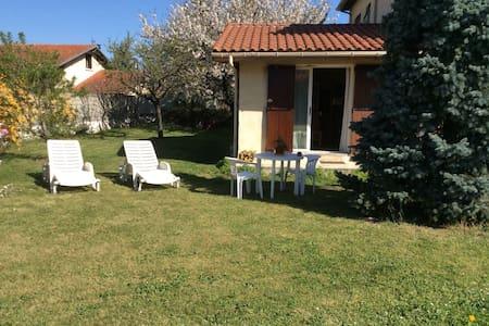 Studio dans jardin arboré  - Verniolle