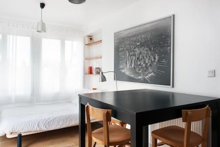 Charmant studio avec terrasse - La Rochelle