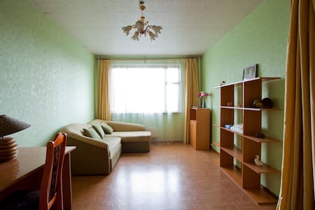 Comfortable room near the metro!