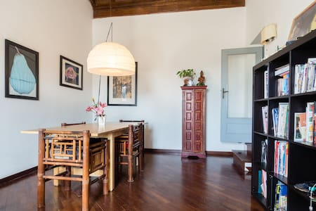 Bright room with great view over the main square - Poggio Mirteto - Inap sarapan