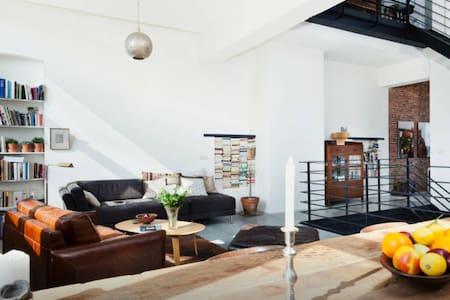 Private bedroom in architect loft - Vindsvåning