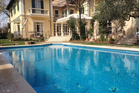 Villa on the sea,with pool, piscina