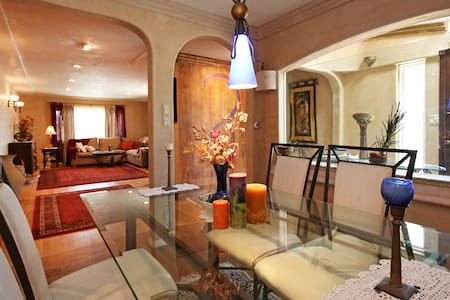 Artist's Home & Retreat - House