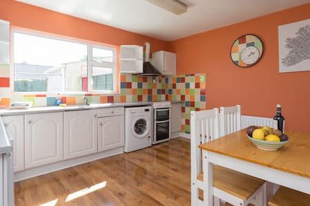 Funky 3 bed, just refurbished. - House