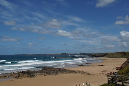 Metres from stunning Surf Beach - Haus
