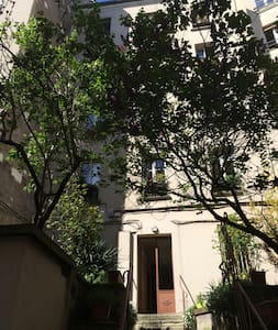 3 rooms at Montmartre, Abbesses.
