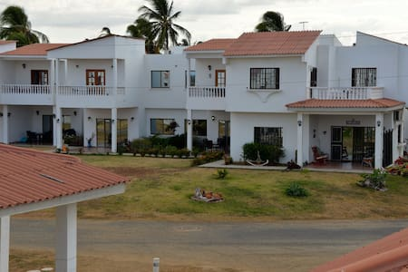 PANAMA, house/condo pool by sea