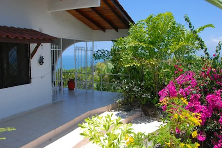 Top of the Hills, Best Ocean and Mountain Views !! - Quepos - House