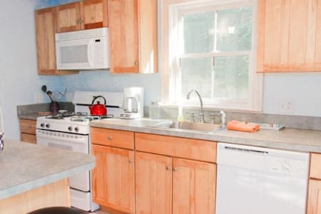 Lovely 2 story private cottage. - Edgartown - Casa