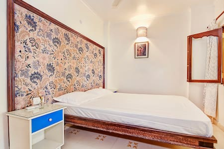 Heritage Apt 3@ Hauz Khas Village - New Delhi - Apartment