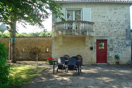 Le Petit Bois - romantic self-catering gite for 2 - Saint-Claud