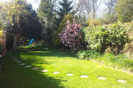 Quiet double room in Hall Green - Talo