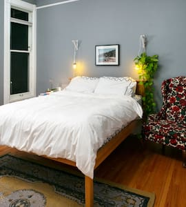 Lovely Room in Classic San Fracisco Victorian Home - San Francisco - House