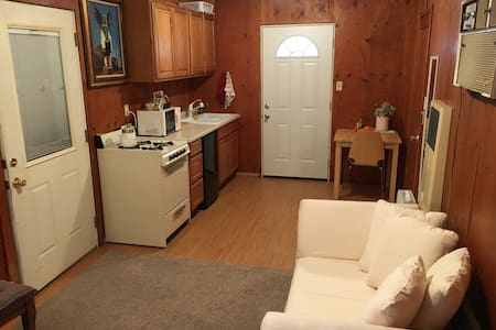 Cozy private studio walking distance to Arden Fair - Sacramento - Apartment