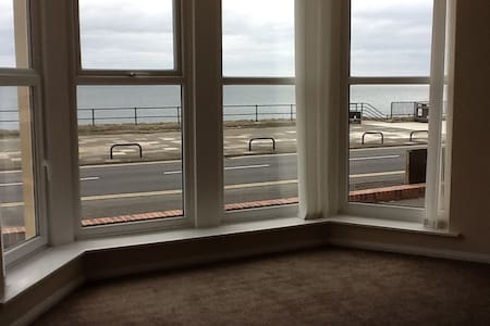 Fantastic Sea Views Great Location - Whitley Bay - Apartment