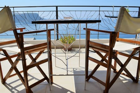 Perfect private room for couples! It is attached to our large terrace which offers a breathtaking 180 degree view of the Ionian Sea and Greek islands. Unbeatable location! We're very close to the center and beaches. A light breakfast is included.