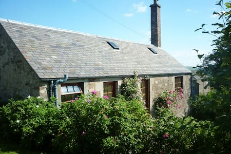 Ardormie Farm Cottage - cosy country cottage for 2 - Alyth - Дом