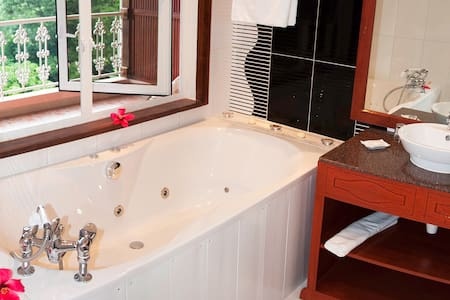 Glacis Heights Superior Deluxe - Glacis, Mahe, Seychelles
