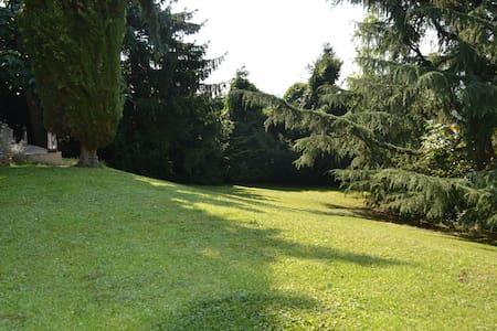 Chambre sur très beau jardin - Hus