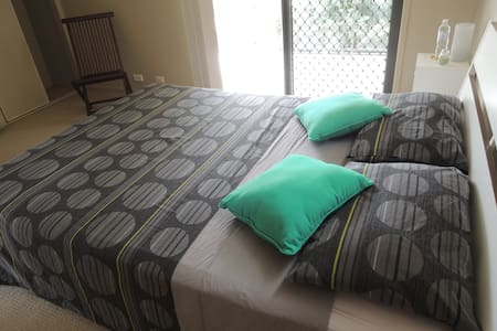 Cozy bedroom and private bathroom! ;) - Yeronga - Reihenhaus