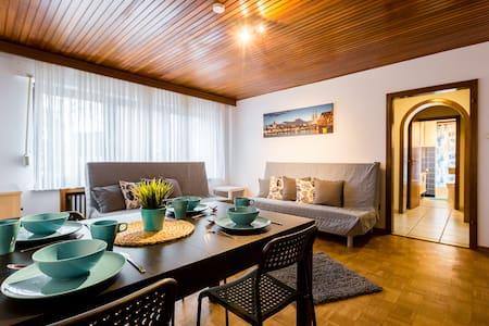 Wohnung mit 3 Schlazimmern und Terrasse für 8Pers. - Dormagen