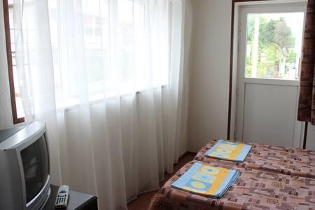 """Двухместный эконом """"Надежда"""" с балконом - Bed & Breakfast"""