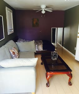 Private furnished guest house:  1 bedroom,large living room, kitchenette (hotplates, microwave, mini-fridge, small sink), huge remodeled bathroom, 1 covered/enclosed parking space. 1 mile from Burbank airport, 3 miles from Studios (Warner bros etc).