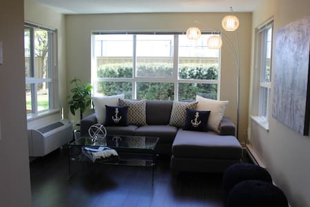 Downtown Condo By Beach With Pool!!