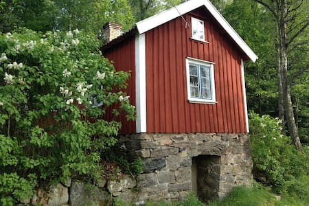 A little red cottage in the woods - Sommerhus/hytte
