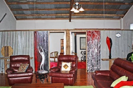 "The Artists' Barn at ""The Rio"" - Lockhart - Apartment"