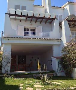 Bonita Casa Chalet - House