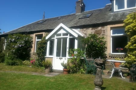 Charming Stone Cottage in Stirling - สเตอร์ลิง