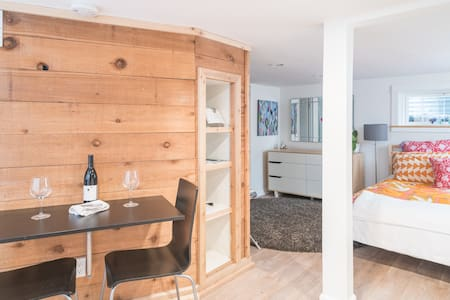 Cozy Studio walk to Pearl St Mall - Boulder - House