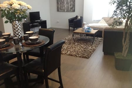 Upscale & nicely Furnished One Bed room Apt - Lakás