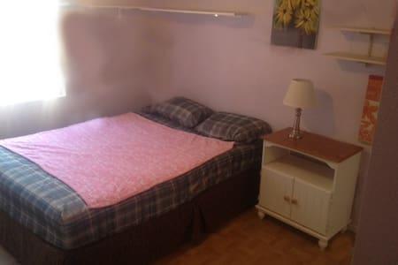 Large Bedroom, w/Queen bed - La Quinta - House