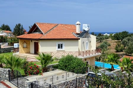 LUX VILLA IN KYRENIA/ALSANCAK - 別墅